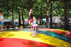 Großer Trampolin auf dem Oostappen Camping de Berckt