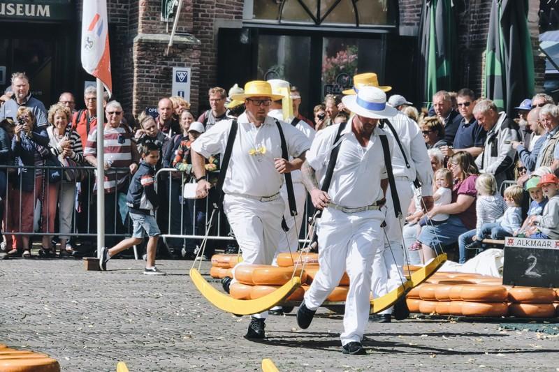 Während Ihres Urlaubs in Nordholland ist der Käsemarkt Alkmaar sehr empfehlenswert.