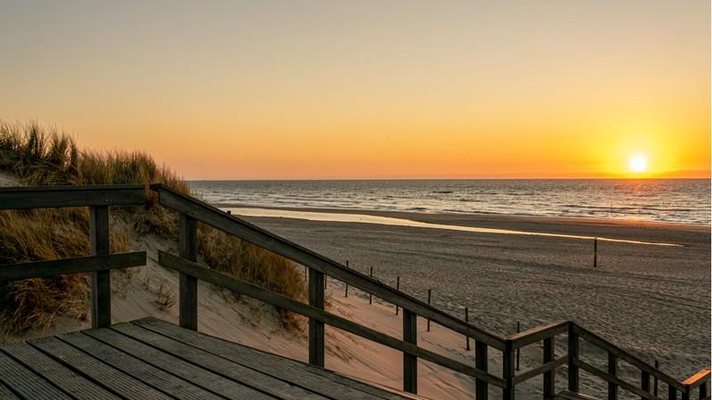 Urlaub am Strand feiern Sie natürlich in Nordholland. Ob Strandwanderung, sonnenbaden oder Wassersport, hier können Sie alles machen.