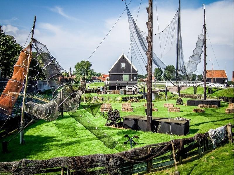Die historischen Museen wie das Zuderzeemuseum lehren Sie über die Geschichte von Holland.