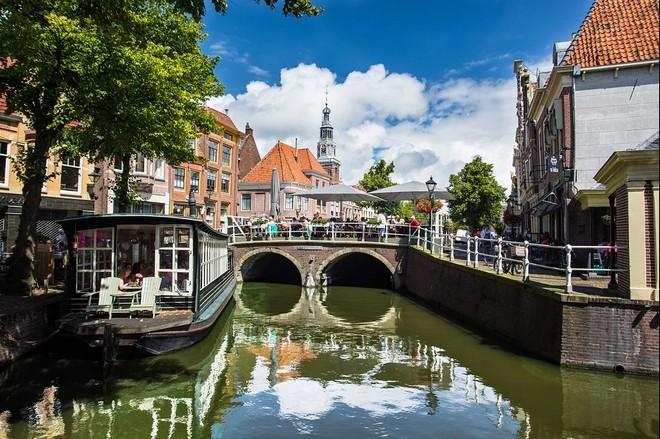 Urlaub in Alkmaar auf einer Terrasse oder einem Rundfahrtboot.