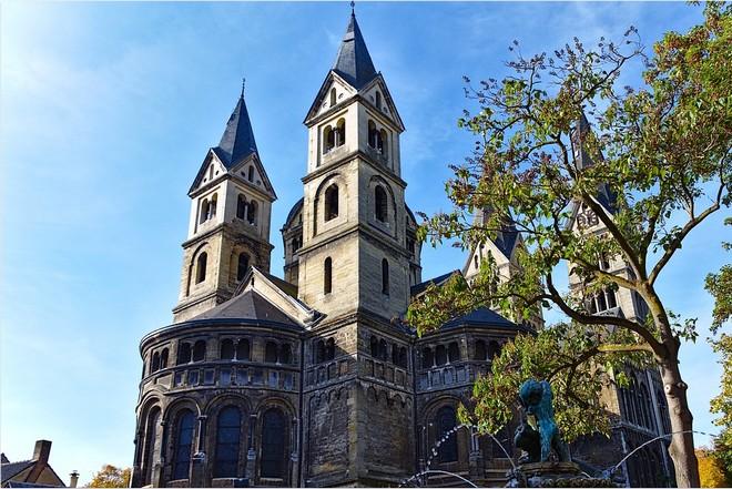 Urlaub in Roermond bei der St. Christoffelkathedrale.
