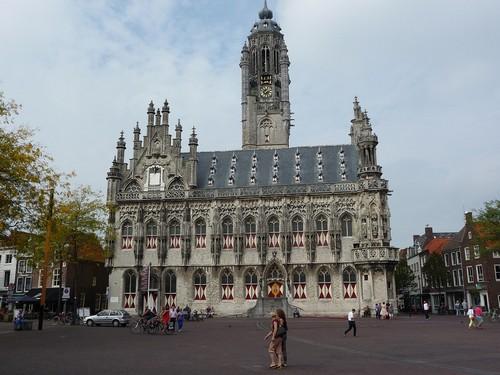 Rathaus mit Marktplatz in Middelburg